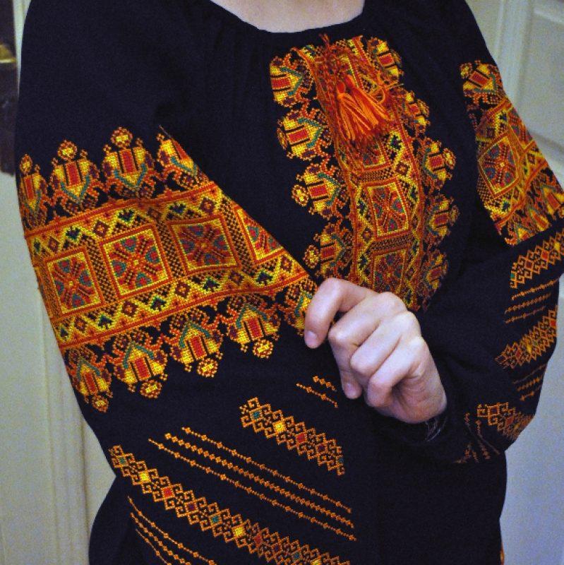 Жіноча вишита блузка на шифоні