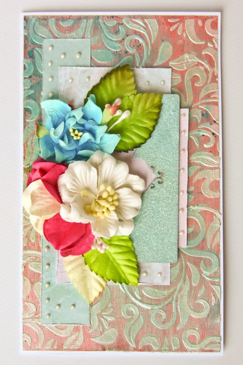Клубника поздравительные, виде открытки с цветами