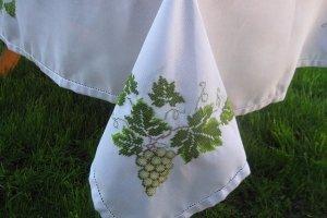 Робота Скатертина ручної вишивки з серветками Виноград. Нитки  DMC
