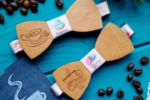 Робота Деревянный галстук бабочка кофе с тортиками