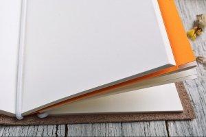 Яркий кожаный блокнот на резинке - Опис