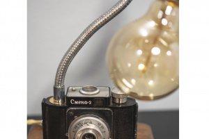 НАСТІЛЬНА ЛАМПА PRIDE&JOY Camera GIFT 02GL - Опис