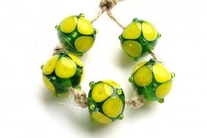 Бусины лемпворк «Треугольники желтые на зеленом» - ІНШІ РОБОТИ