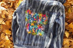 Робота Джинсовая куртка с ручной вышивкой.