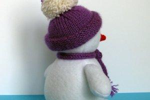 Снеговик в вязаной одежде - Опис