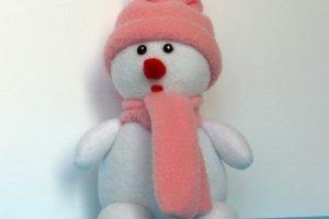 Робота Снеговик в розовой одежде