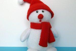 Робота Снеговик в шапке Санты