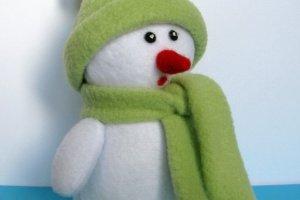 Снеговик в зеленой одежде - Опис