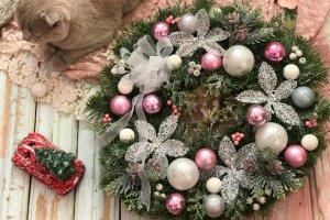 Робота Новорічний вінок з рожевими кулями