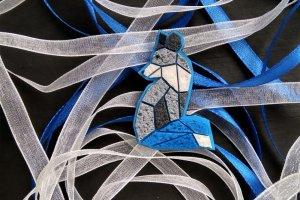 Робота Брошка Лисеня в гео стилі сіро - синє