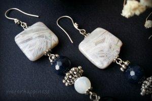 Довгі сині білі сережки з агату - Опис