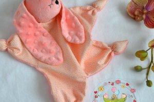 Робота Коралловый зайка комфортер. Игрушка для малышей.