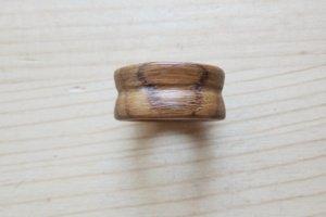 Світлий перстень з жолобом - Опис