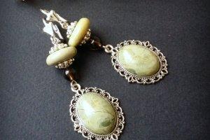 Робота Блідо - зелені сережки з яшми і раухкварцу