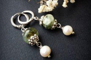 Робота Зелені срібні сережки з перлами та пренітом