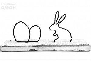 Робота Великодній кролик на підставці