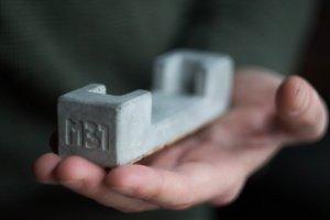 Робота Візитниця з бетону, подставка для визиток