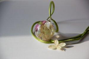 Кулон из эпоксидной смолы с гортензией  двух цветов - Опис