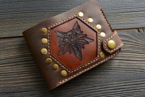 Портмоне з вовком ′Witcher′ (коричневе) - ІНШІ РОБОТИ