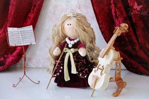 Интерьерная кукла с виолончелью