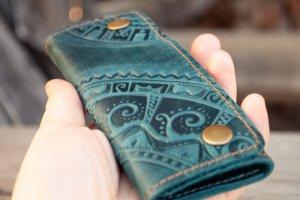 Робота Ключница кожаная темно-зеленая с орнаментом тиснение