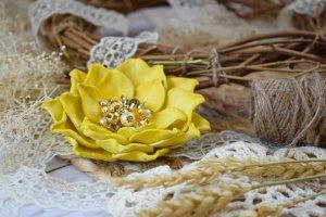 Робота Квітка брошка жовта на подарунок заколка у волосся