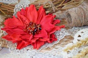 Робота Квітка брошка червона на подарунок заколка у волосся