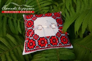 Работа Подушечка для обручок в українському стилі Квітуче кохання