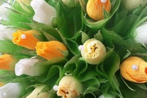 """Кошик  квітів з цукерками """"Святковий"""" - Опис"""