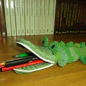 В'язаний пенал Крокодил