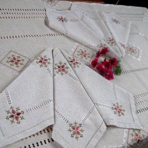 Робота Комплект скатертина-серветки з вишивкою шовком Марсала