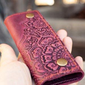 Робота Ключница женская кожаная фиолетовая с орнаментом