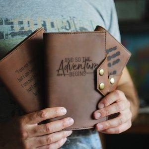 Робота Стильный кожаный блокнот с гравировкой