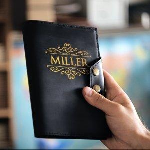 Робота Черный кожаный блокнот с золотой гравировкой