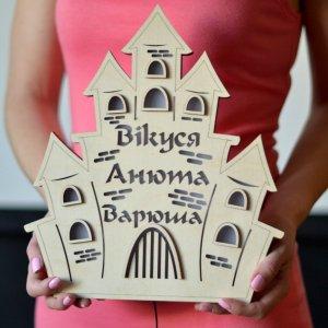 Работа Светильник из дерева в форме замка с именами