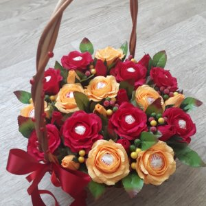 """Робота Композиція з цукерок """" Осінні троянди"""""""