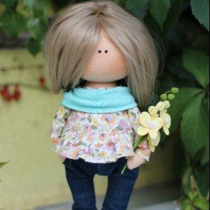 Робота Интерьерная кукла с орхидеей