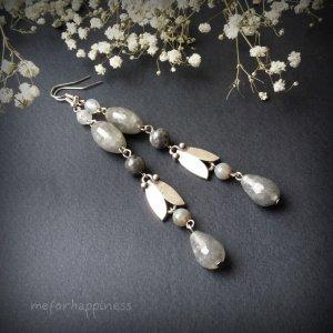 Сірі довгі сережки з тюльпанами