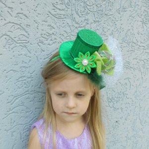 Обруч шляпка на новогодний утренник для девочки - Каталог рукоділля ... 54ecf04f091f1