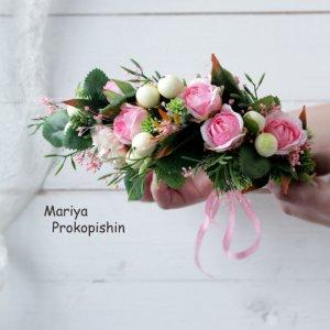 Робота Віночок з квітів в розовому кольорі.