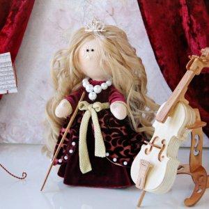 Робота Интерьерная кукла с виолончелью
