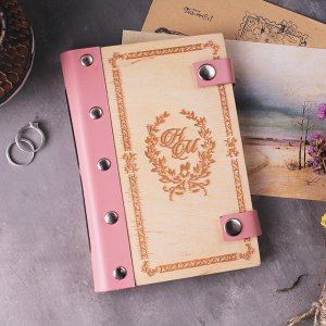 Робота Женский блокнот с деревянной обложкой с любой гравировкой