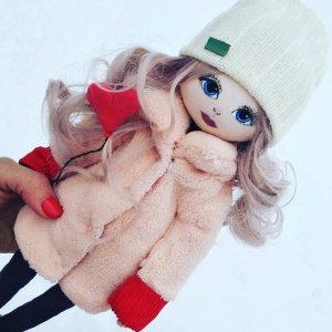 Лялька з тканини ручної роботи з кулькою
