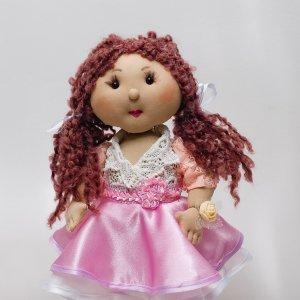 Лялька ручної роботи в рожевій сукні