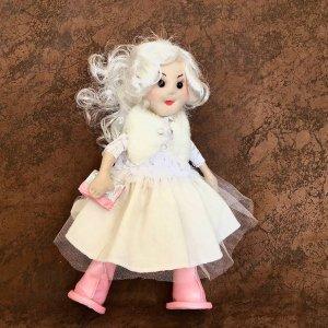 Лялька ручної роботи блондинка в білому