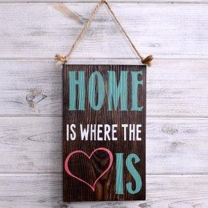 Табличка «Home Is Where The Love Is»